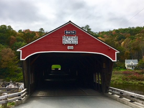Bath, NH: Entrance to the covered bridge