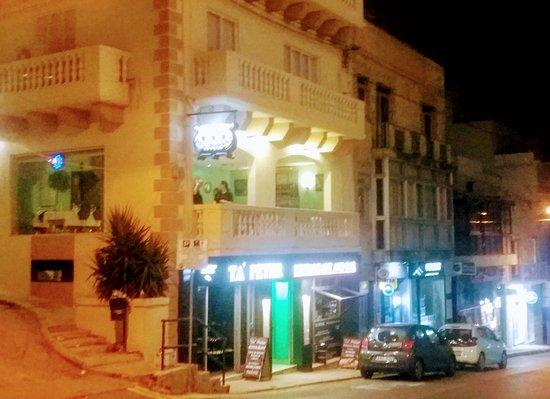 Ta'Peter Restaurant: Balcony table