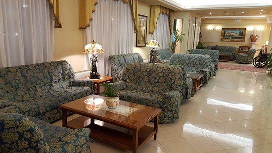 zona soggiorno nella hall - Picture of Hotel Terme Roma ...