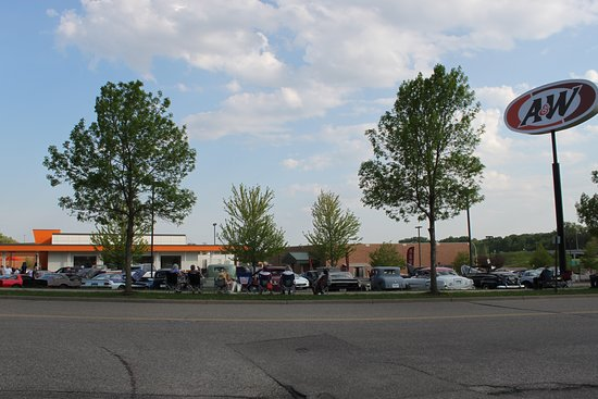 Inver Grove Heights, MN: A&W Thursday summer car show