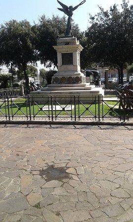 Monumento all'interno della villetta
