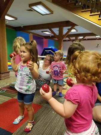 Smithville, OH: Toddler jumps ft kindermusik