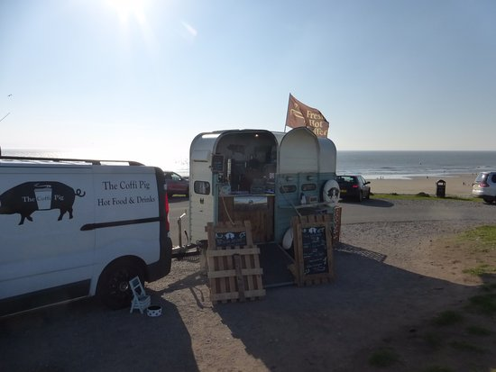 Ogmore-by-Sea, UK: Surprise find great snacks and coffee.