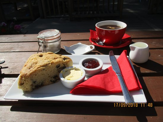 Birchington, UK: Mega scone, light and delicious with large cuppa