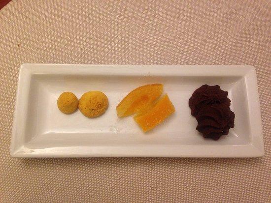 Ristorante Enoteca Di Canelli: Dolce - some amazing dessert surprise
