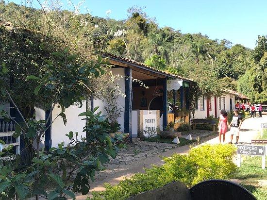 Santana dos Montes: Área externa