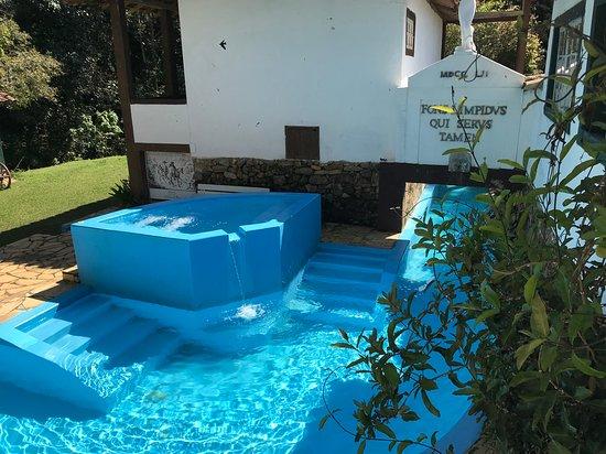 Santana dos Montes: piscina