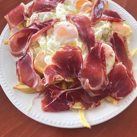 Pozoblanco, Ισπανία: Ricas patatas con huevos y jamón