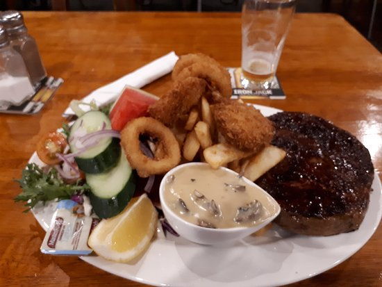 Meringandan Hotel: Sorry it's a little off focus, but this is the excellent Surf and Turf.