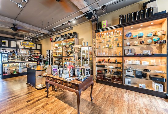 Revolucion Lifestyle Cigars & Fine Gifts