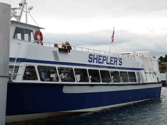 Shepler's Mackinac Island Ferry: Ferry arriving