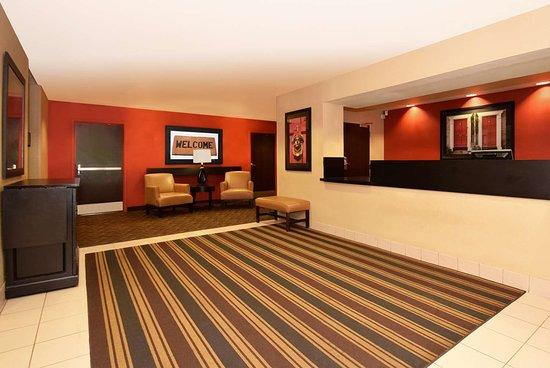 Линтикум-Хайтс, Мэриленд: Lobby and Guest Check-in