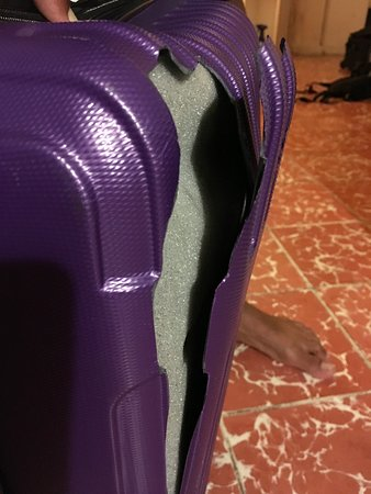 Evidence of the damage done to our suitcase due to the negligence of Primera Plus