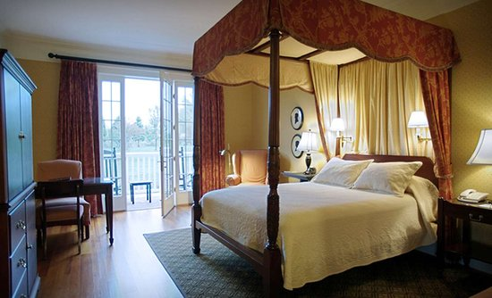 Berry Hill Resort & Conference Center: Deluxe Queen Guestroom