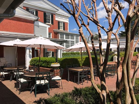 South Boston, VA: Darbys Terrace at Berry Hill Resort & Conference