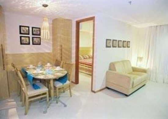 Quality Hotel & Suites Natal: Guest room with sitting area