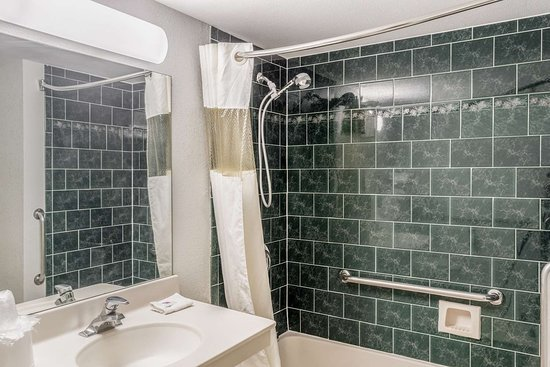 Franklin, OH: bathroom