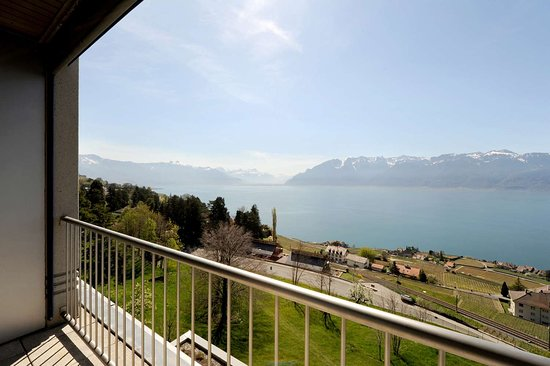 Chexbres, Swiss: Suite Balcony at Hotel Prealpina