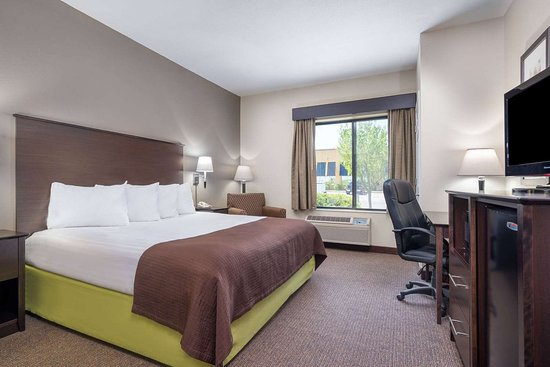 AmericInn by Wyndham Rochester Airport: Guest room