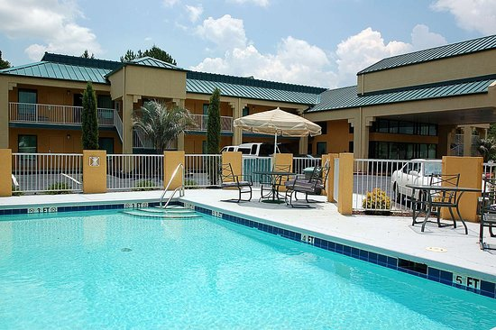 Americas Best Value Inn-Milledgeville: Outdoor Pool
