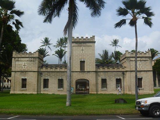 Hale Koa: Iolani Barracks