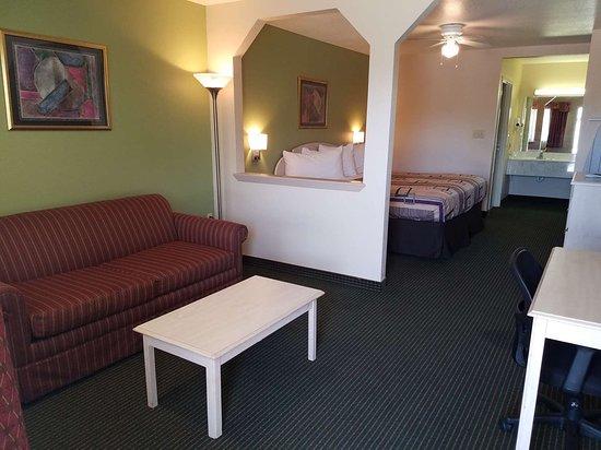 Yoakum, Teksas: Regency Inn and Suites Guest Room