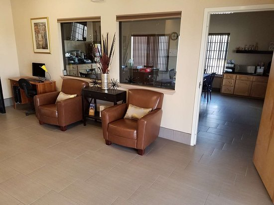 Regency Inn and Suites Yoakum Lobby