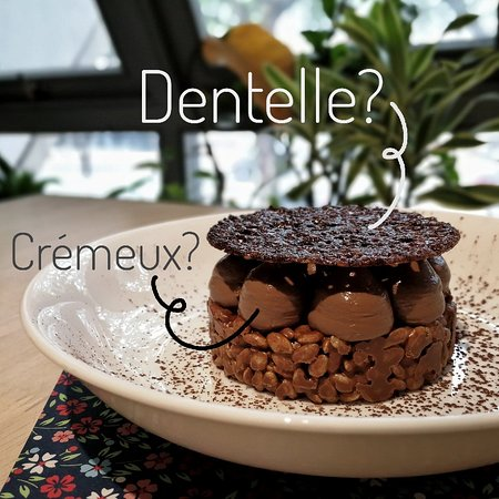 Hazelnut chocolate crackle with chocolate crémeux and cocoa dentelles
