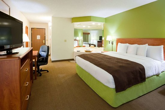 Thief River Falls, MN: Suite