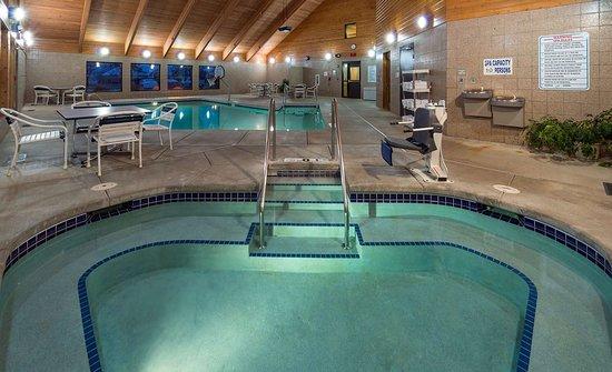 Monona, Wisconsin: Pool
