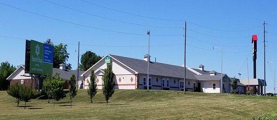 Higginsville, MO: Exterior