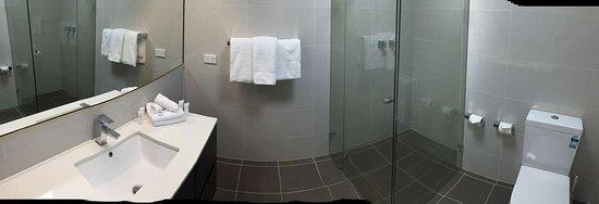 Casula, Australia: Executive Twin Room Bathroom