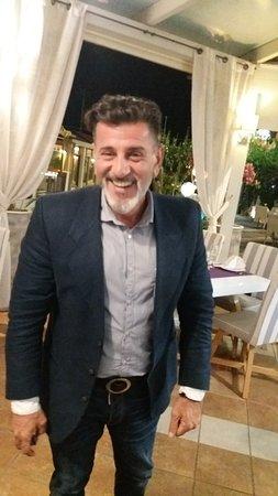 Amici Ristorante: Treat- scaloppine wine sauce- canelloni- The classy Manager