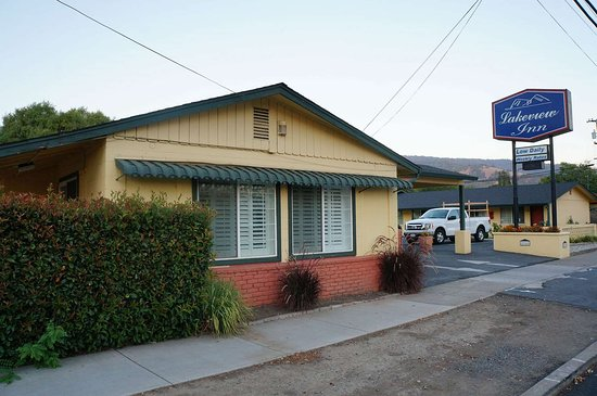 Lucerne, كاليفورنيا: Lakeview Inn Lucerne CA Exterior