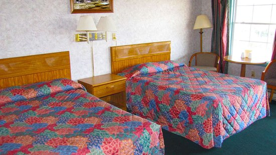 Palatine Bridge, État de New York : MStar HotelCanajoharie Canajoharie NY Guestroom TwoDouble