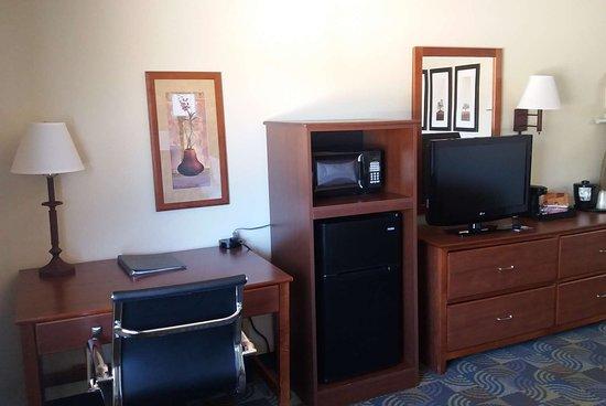 Kewanee, IL: Guest room