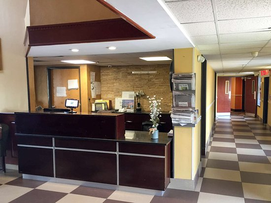 Levittown, PA: lobby