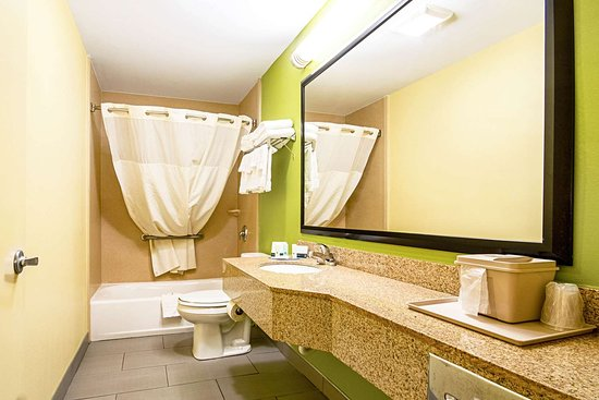 Glenmont, Estado de Nueva York: Vanity in bathroom