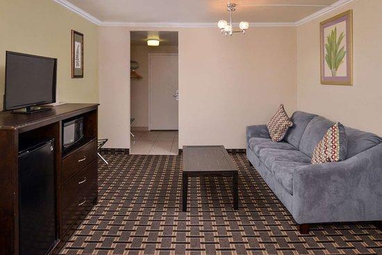 Montebello, Kalifornien: Deluxe suite with king bed