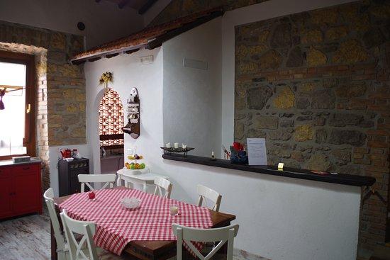 Sala da pranzo e cucina - Picture of B&B Villa Naumanni ...