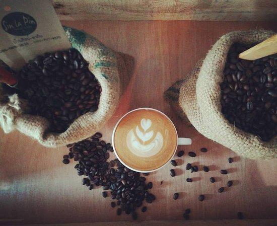 Sin Lapin WhiteTemple: ร้านกาแฟที่ดีที่สุดหน้าวัดร่องขุ่น