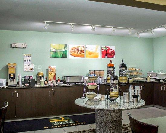 Copley, OH: Breakfast area