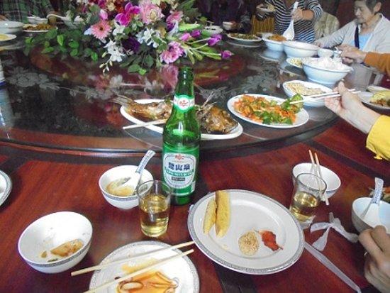 Benxi, China: 本溪水洞-3 旅行者の手配で、当該公園内で昼食