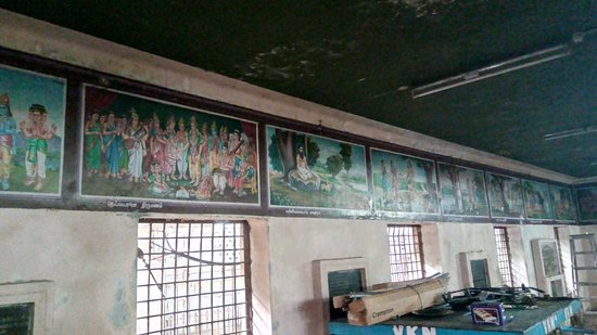 Paintaings on the walls of Lord Muruga history - Picture of Vayalur