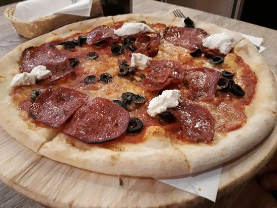 Pizza met salami