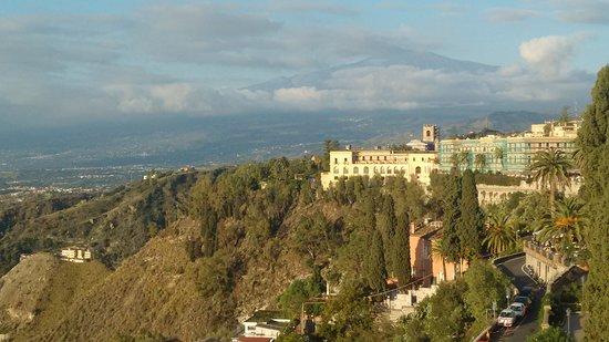 Hotel Villa Paradiso: Vista del Etna