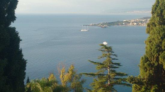 Hotel Villa Paradiso: El mar y la bahia desde la habitacion