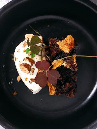 Birkerod, Dánsko: Rocky Road Brownie Med Saltkaramel, Romrosin & Marshmallows samt Hjemmerørt Iscreme