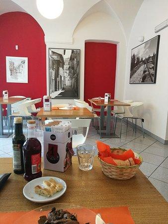 Voltaggio, Italie : Oltre ad essere una gelateria che usa materie prime di qualità è un ottimo ristorante. Personale