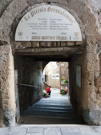 Antico Ghetto e Sinagoga Pitigliano: Ingresso nel Ghetto ebraico - Pitigliano